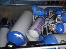 Duizenden euro's boete voor vervoeren lachgas in auto, bestuurder rijdt door en krijgt dubbele boete