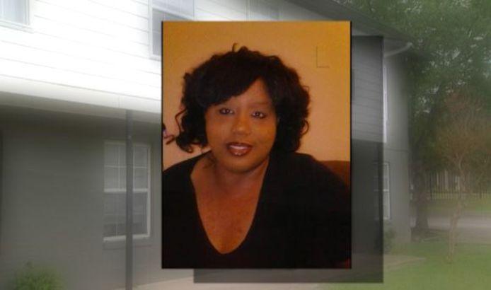Le corps de Laronda Jolly, 56 ans, était dissimulé sous une pile de vêtements.
