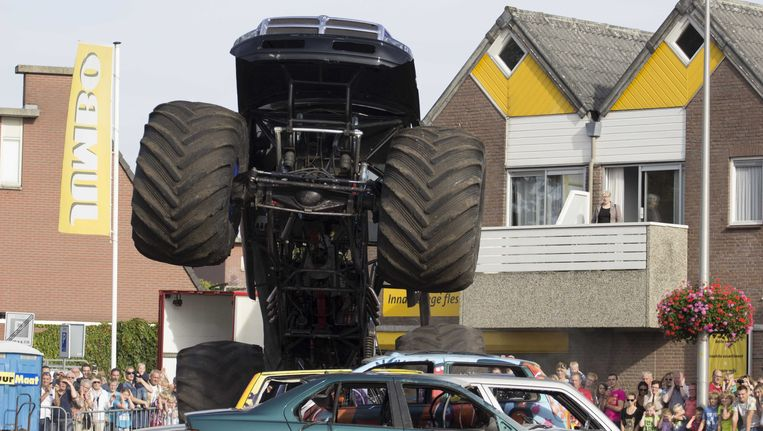 Bij het ongeluk met de monstertruck in Haaksbergen vielen drie doden. Beeld ANP