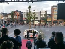 Politie Veenendaal geeft scholieren lift naar gala