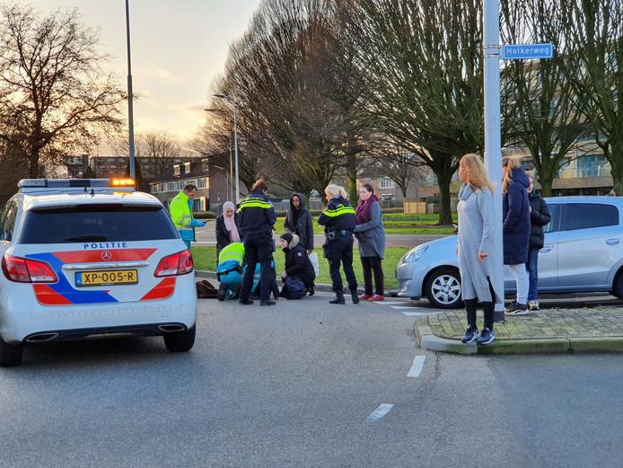 De fietser is per ambulance naar het ziekenhuis gebracht.