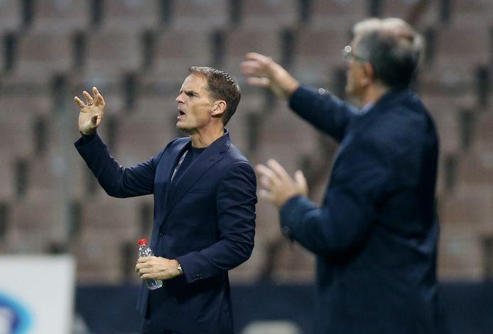 Frank de Boer coachend tijdens Bosnië - Nederland.
