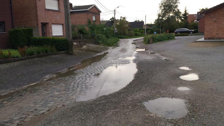 """De Willendriesstraat in Muizen. """"Hier hebben ze alvast geen nood aan een vlietje, er staat al water genoeg"""", aldus CD&V."""