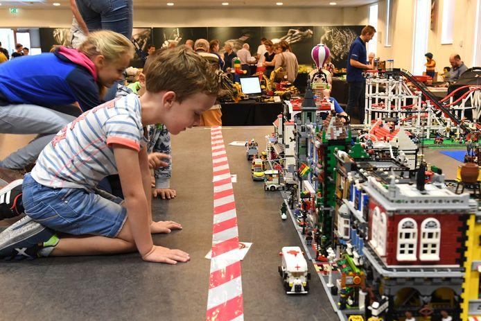Een Legobeurs in gemeenschapshuis de Pit in Overloon. Al maanden zijn er geen activiteiten in De Pit.