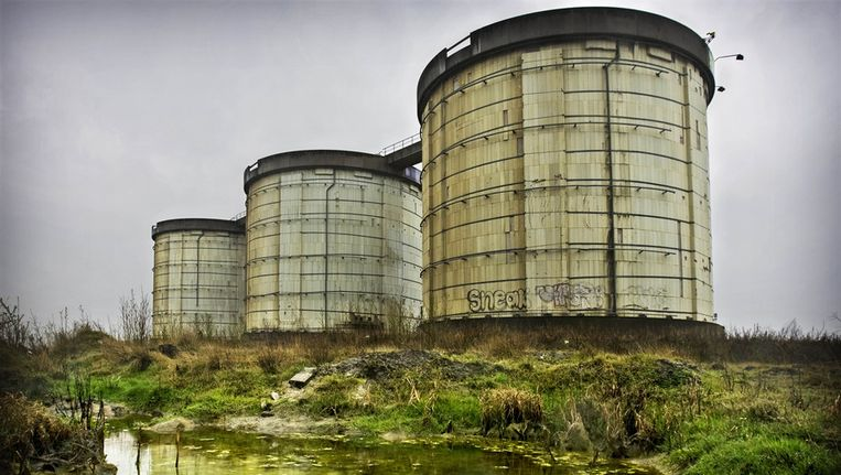 In deze silo's zou het Annie M.G. Schmidthuis moeten komen. Dat plan gaat nu niet door. Beeld ANP