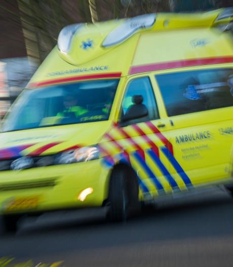 Fietsster geschept door auto in Noordwijkerhout