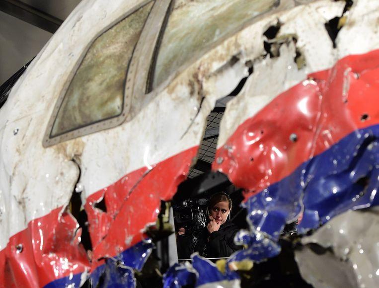 De opnieuw in elkaar gezette cockpit van de neergeschoten MH17. Beeld afp
