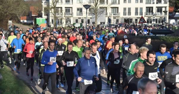 Kerstloop gaat over de 600 lopers heen | Sport in Zeeland
