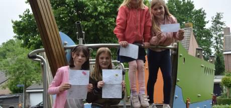Melissa en haar vriendinnen hebben al 102 handtekeningen binnen voor nieuw speeltoestel in Goirle