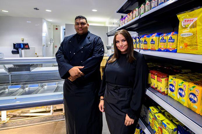 06-08-2020 - Roosendaal - Foto: Pix4Profs/Peter Braakmann - Het gaat goed met winkelcentrum Lindenburg er komt nu ook een islamitische winkel. (Foto Mouad Imani en Manal Arrachid)