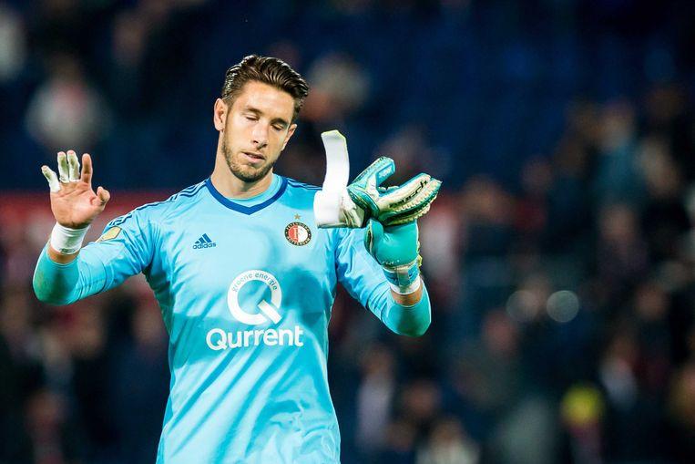 Feyenoordkeeper Brad Jones verontschuldigt zich na een blunder te hebben gemaakt die leidde tot de 0-2 voor NAC. Beeld ANP Pro Shots
