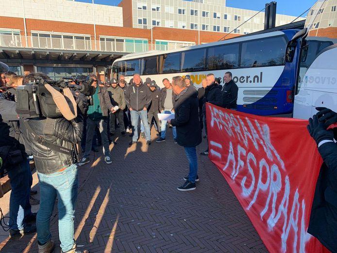FC Utrecht-fans protesteren  in Amsterdam.