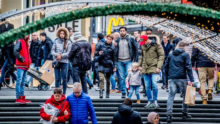 Winkelend publiek in Rotterdam Beeld anp