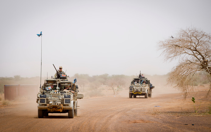 Nederlandse commando's tijdens een patrouille richting de stad Bakal in Mali.