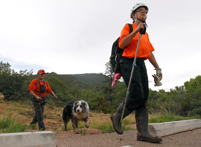 Veertig hulpverleners zoeken met honden naar een 13-jarige jongen.