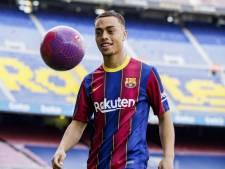 Dest gepresenteerd in leeg Camp Nou: 'Dani Alves is mijn voorbeeld, ik wil ook zo'n back worden'
