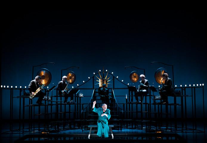 Dirk Roofthooft vertelt over zijn reis in het muziektheaterstuk De Vallei.