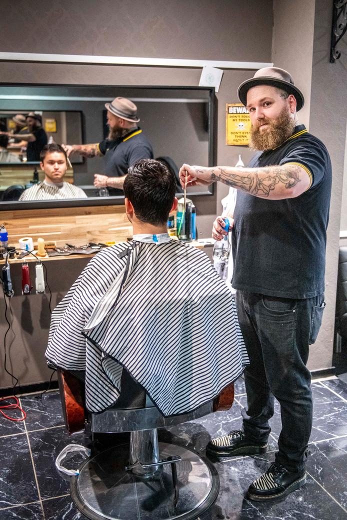 Kjeld van Riemsdijk werkt als barbier in Hulst.