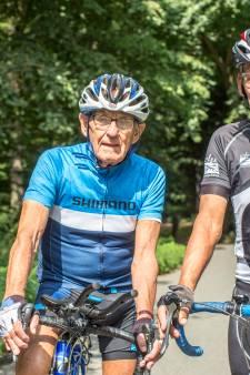 Op weg naar wielerrecord: 85-jarige Theo eet net als altijd de biologische kost die zijn vrouw met liefde bereidt