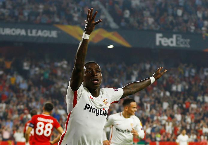 Quincy Promes juicht na zijn goal voor Sevilla tegen Akhisar Belediyespor.