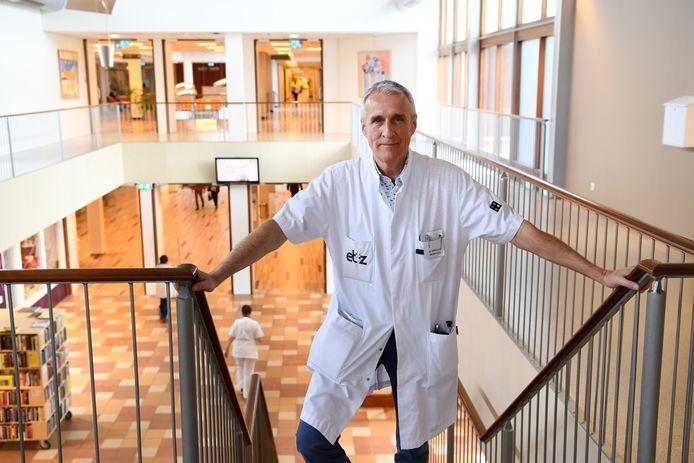 Edo Arnoldus,  neuroloog en voorzitter medische staf van het Elisabeth-TweeSteden Ziekenhuis kreeg zelf corona en is nu hersteld.