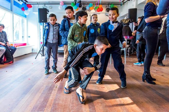 In het al langer bestaande jongerencultuurhuis Kanaleneiland kunnen jongeren werken aan hun talent of kennis maken met muziek, zang, rap, fotografie, mode.