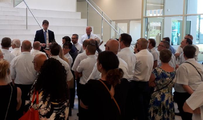 Buschauffeurs van Arriva waren massaal bij de rechtszitting in  juli aanwezig om de  hun collega die ontslag aangezegd had gekregen, een hart onder de riem te steken.