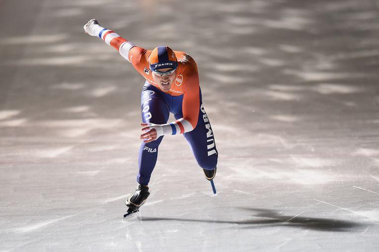Jan Smeekens finisht als derde op de 500 meter in Tomakomai. Beeld null