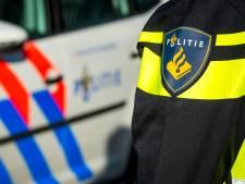Dronken snorfietser (23) knalt tegen geparkeerde auto aan