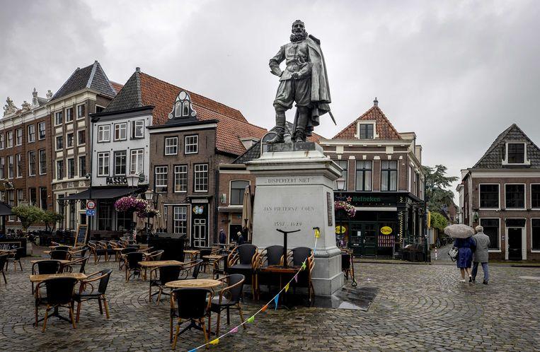 Een standbeeld van Jan Pieterszoon Coen op de Roode Steen in Hoorn. Beeld ANP
