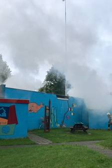 Brand in gebouw bij speeltuin mogelijk aangestoken
