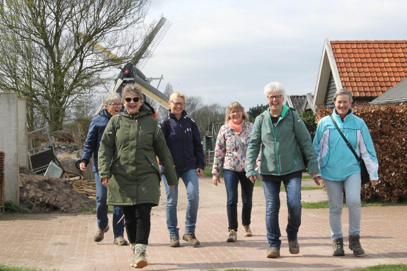 Deelnemers aan de Rode Kruis Wandeltocht in Winterswijk vorig jaar.