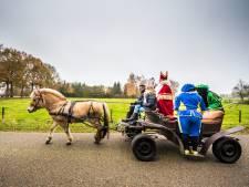 Dag Sinterklaasje, dahag! Politie snijdt koets Sint en haalt hem van de weg