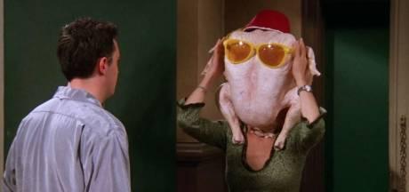 """Courteney Cox rejoue une scène culte de """"Friends"""" pour Thanksgiving"""