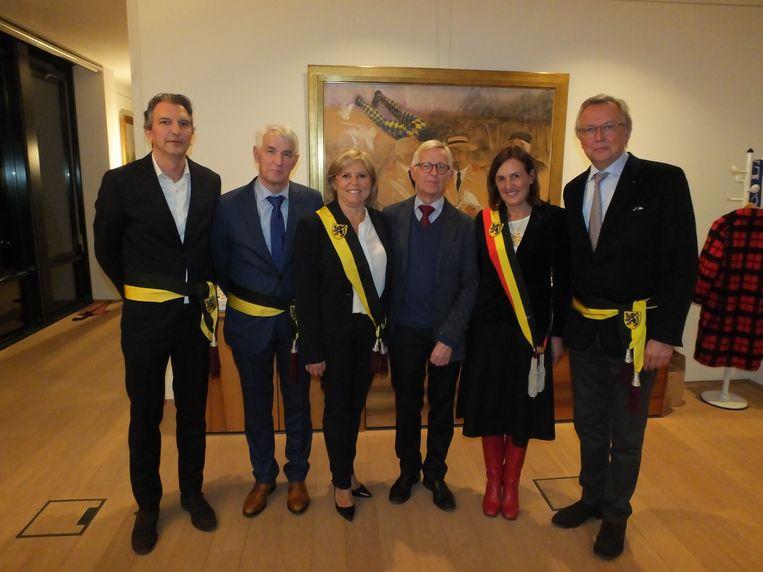 De nieuwe bestuursploeg van Sint-Martens-Latem: Pieter Vanderheyden, Rigo Van de Voorde, Barbara Lannoy, Jan Van Wassenhove, Agnes Lannoo-Van Wanseele en Emile Verschuren.