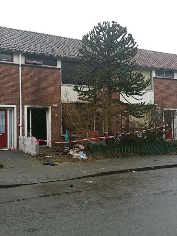 Het huis van de 40-jarige man na de brand.