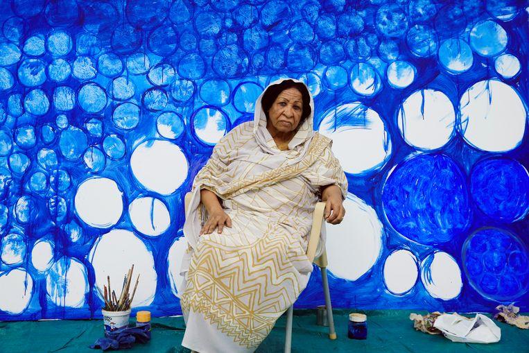 Kamala Ibrahim Ishag in haar atelier in Khartoem, 2019. Beeld Mohamed Noureldin