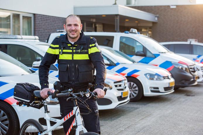 De  nieuwe wijkagent Bram Scholte.