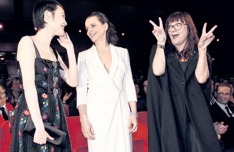 Regisseur Isabel Coixet (rechts) met actrices Rinko Kikuchi (links) en Juliette Binoche. Beeld ap