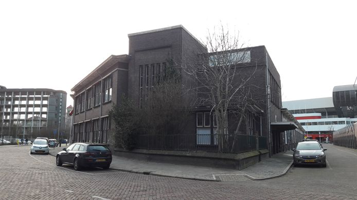 Het TAC-gebouw, de voormalige Philips personeelswinkel, aan de kant van de Gagelstraat in Eindhoven, met de kopse kant in de stijl van de Amsterdamse school. Deze blijft ook bewaard in de plannen.