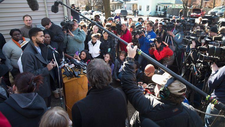 Turin Carter, de oom van de 19-jarige Tony Robinson, sprak gisteren de pers toe.