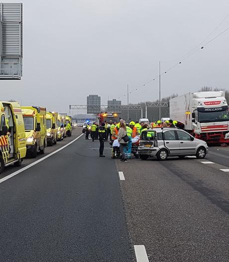 A16 richting Rotterdam dicht na dodelijk ongeluk