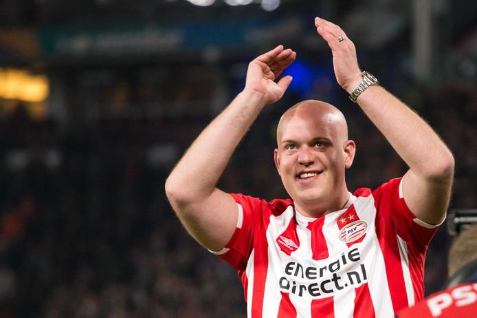 Michael van Gerwen in PSV-tenue.