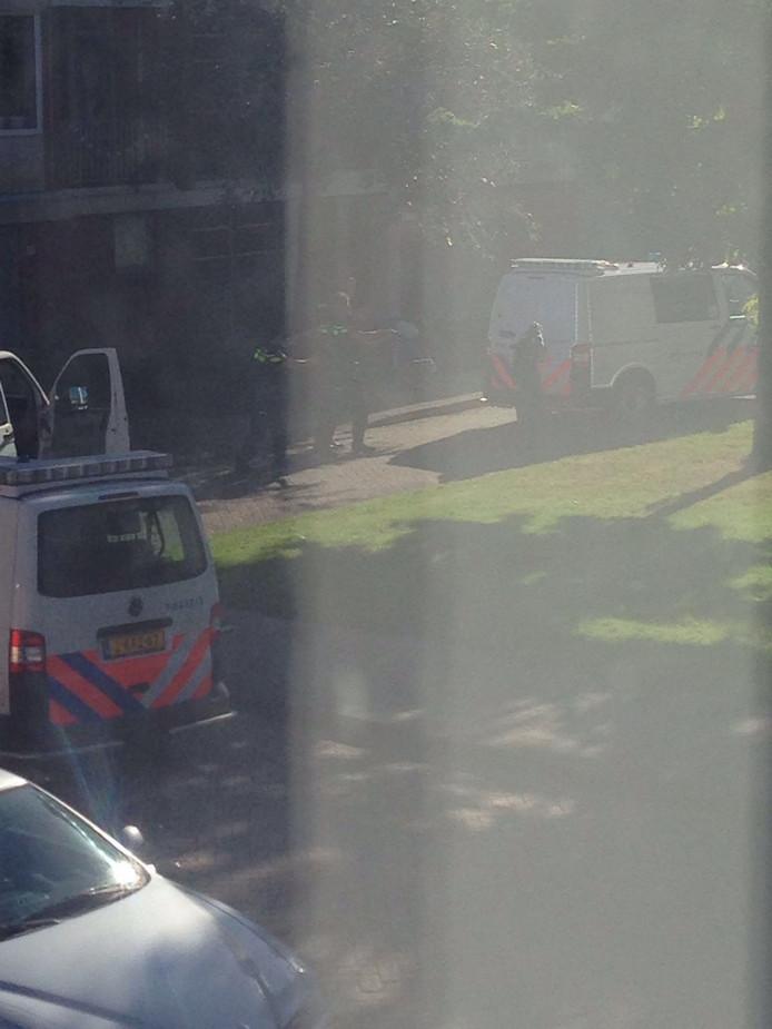 De politie ging met getrokken wapens ter plaatse.
