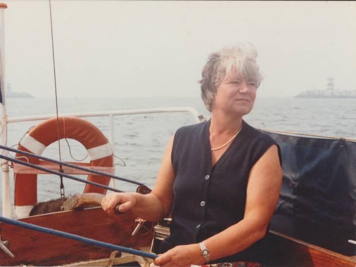 Toen Tine met haar man tijdens een zware storm op zee vermist raakte, stond Scheveningen op z'n kop