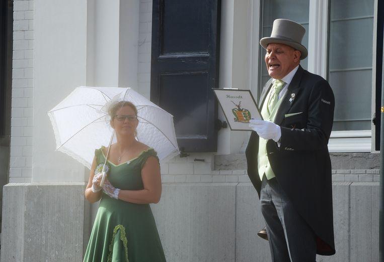 Jan Dierckx, belleman van Hasselt, en zijn escorte Evy Auwerx.
