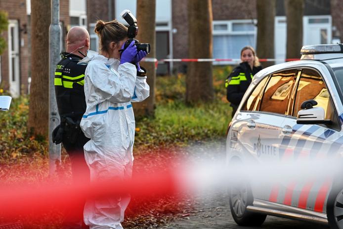 Politie doet onderzoek na steekpartij in woning aan Otterring in Breda.
