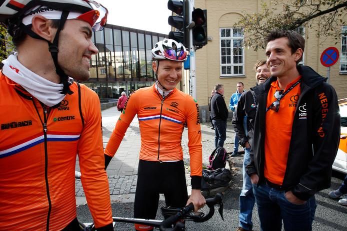 Thorwald Veneberg (rechts) met Tom Dumoulin (links) en Wilco Kelderman.