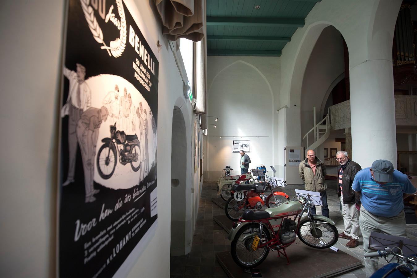 Antieke brommers in de Remigiuskerk in Steenderen.