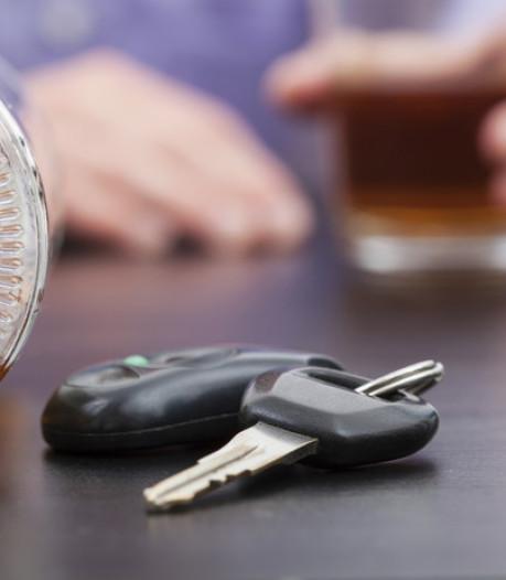 Hardleerse drankrijder en foute autoband: tientallen boetes bij controle in Noord-Overijssel